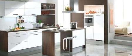 cuisine am ricaine avec un lot central aviva amanda blanc polaire frenchimmo. Black Bedroom Furniture Sets. Home Design Ideas