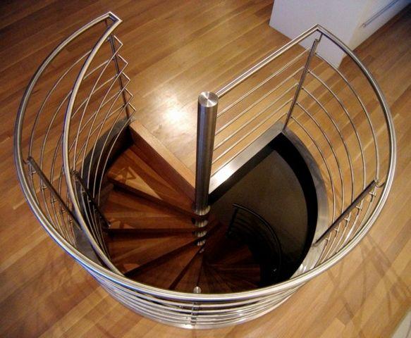 escalier en colima on frenchimmo. Black Bedroom Furniture Sets. Home Design Ideas