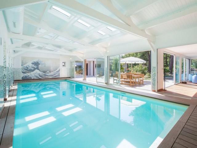 Une piscine int rieure pour se baigner toute l ann e for Construction piscine interieure
