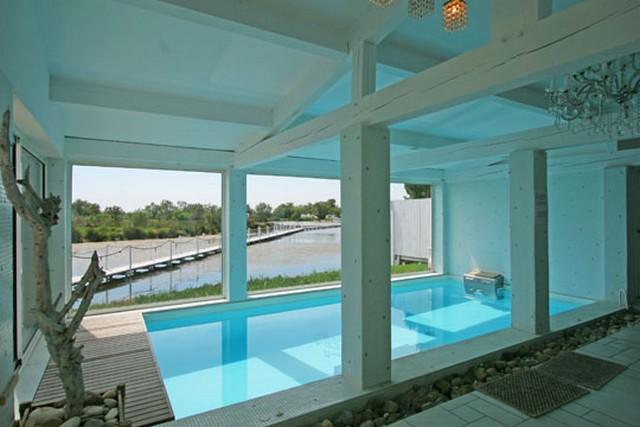 Une piscine int rieure pour se baigner toute l ann e for Piscine creusee interieure