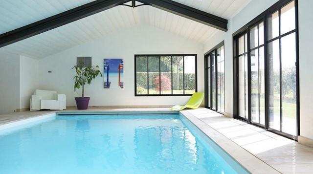 Une piscine int rieure pour se baigner toute l 39 ann e for Piscine interieure construction
