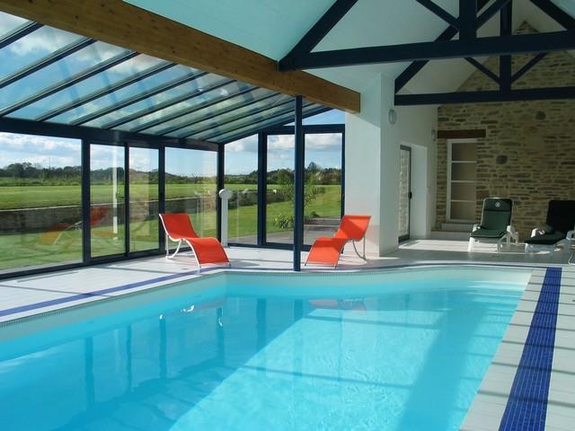 Une piscine int rieure pour se baigner toute l 39 ann e for Construction piscine interieure