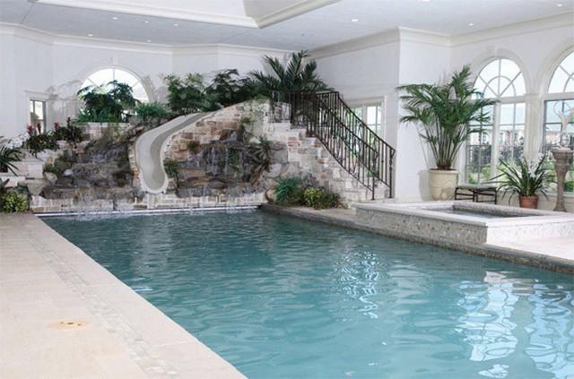 Une piscine int rieure pour se baigner toute l ann e for Cout entretien piscine interieure